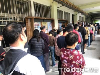 日媒嚇傻了!台灣年輕人「大返鄉」投票潮超狂 飛20hrs也要回家