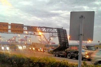 送魚貨通過高雄靈異「過港隧道」…20多歲男詭撞分隔島 夾車內慘死