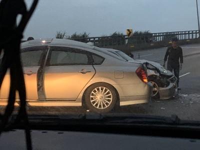 快訊/北海岸公路疑越線逆向過彎 衝撞順向車「2駕駛5乘客傷」