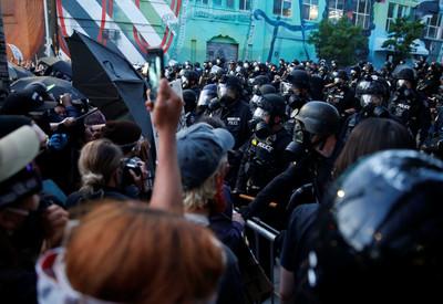 華府周六迎最大規模示威 「人數有望達百萬」白宮加強戒備