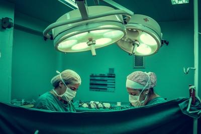新冠疫情期間醫美診所客人不減反增 隔離期間等復原
